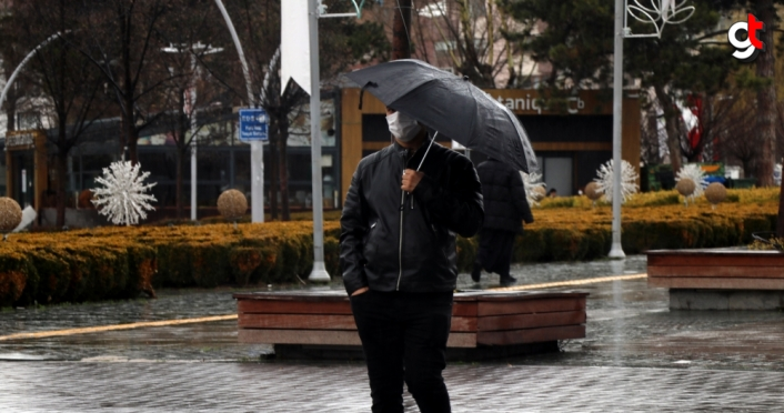 Bolu'da sis ve yağmur etkili oluyor