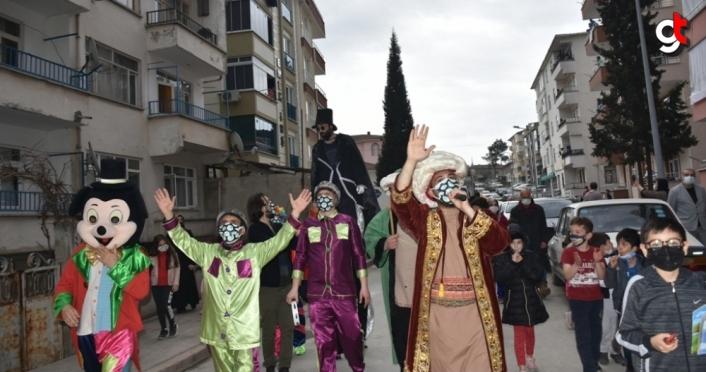 Boyabat ilçesinde çocuklara özel sokak gösterileri düzenlendi