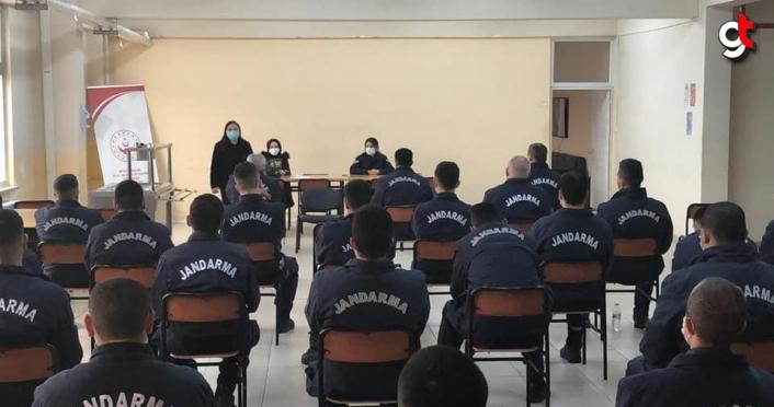 Çilimli'de cezaevinde görevli er ve erbaşlara kadına yönelik şiddetle mücadele eğitimi
