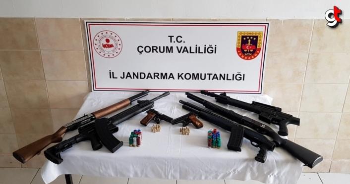 Çorum'da jandarma ekipleri bir evde 7 ruhsatsız silah ele geçirdi