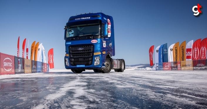 Ford F-MAX, donmuş Baykal Gölü üstünde hız rekoru kırdı