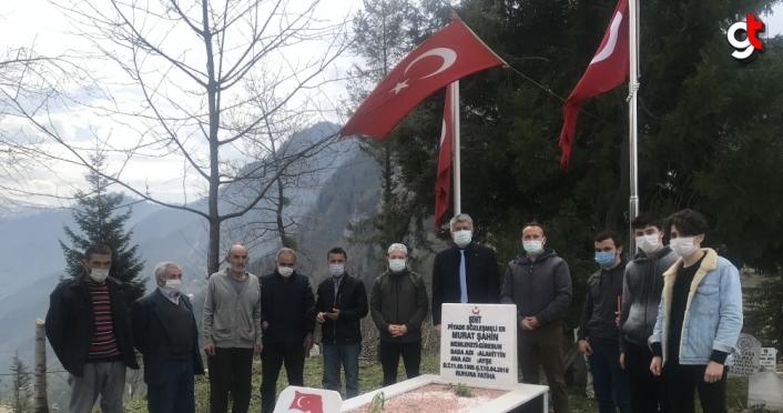 Giresun'da lise öğretmen ve öğrencileri şehit mezarını ziyaret etti