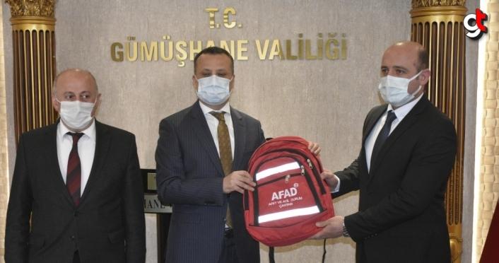 Gümüşhane'de okul müdürlerine afet ve acil durum çantası verildi