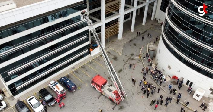 Karabük'te AFAD önderliğinde yapılan deprem tatbikatı gerçeğini aratmadı