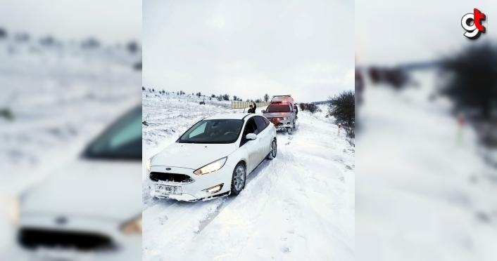 Karabük'te aracı kara saplanan 2 kişi kurtarıldı