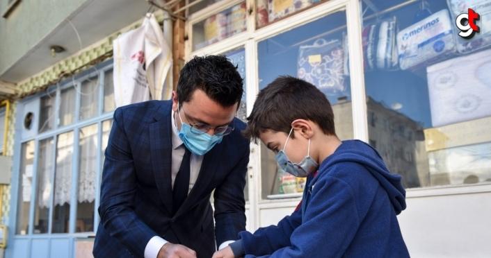Kastamonu'da 23 Nisan öncesi çocuklara oyuncak dağıtıldı