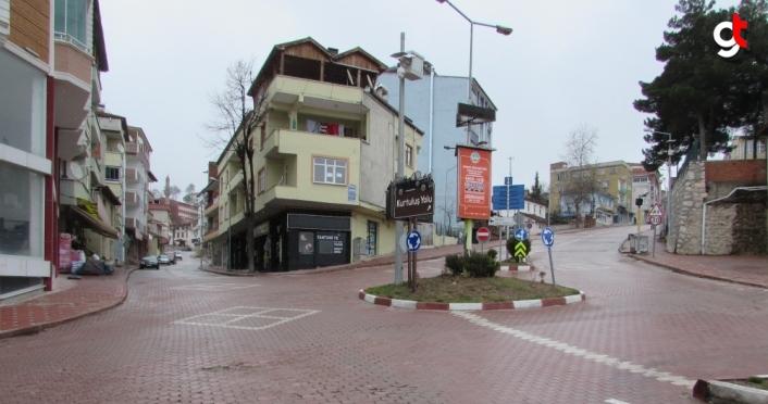 Kavak'ta Kovid-19 nedeniyle uygulanan sokağa çıkma kısıtlamasında sessizlik yaşanıyor