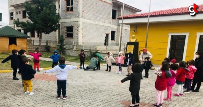 Safranbolu'da anaokulu öğrencileri unutulmaya yüz tutmuş geleneksel oyunları öğreniyor