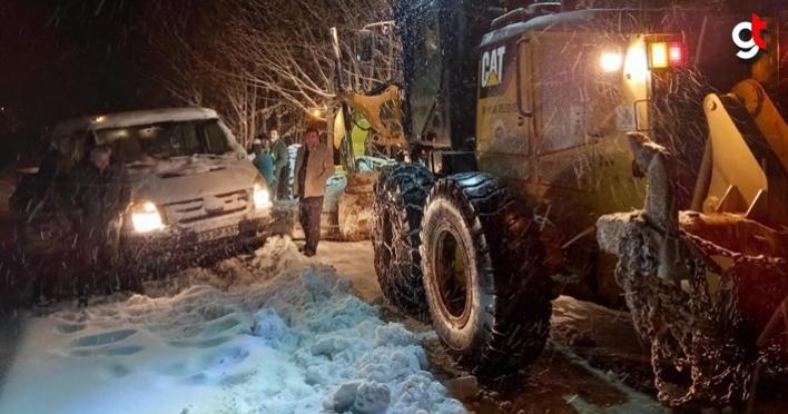 Samsun'da kar yağışı nedeniyle yolda kalan aileye ulaşıldı