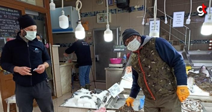 Sinop'ta ağlara takılan kalkan balıkları balıkçıların yüzünü güldürdü