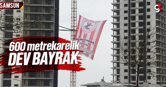 Site sakinlerinden dev Samsunspor bayrağı