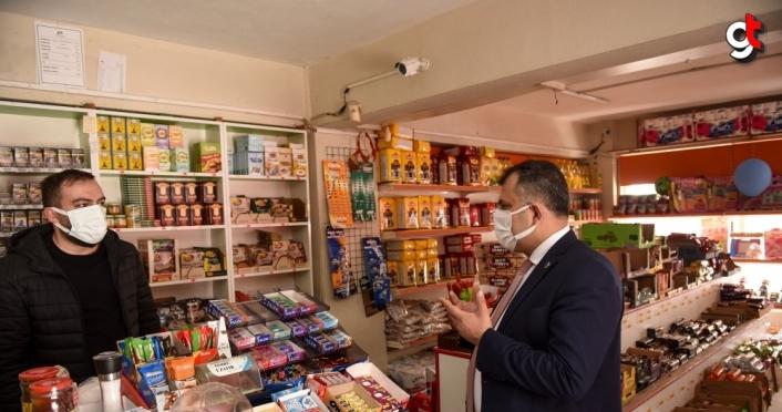 Taşköprü Belediye Başkanı Çatal, bir hayırseverin nakdi yardımıyla ihtiyaç sahiplerinin bakkal borcunu ödedi