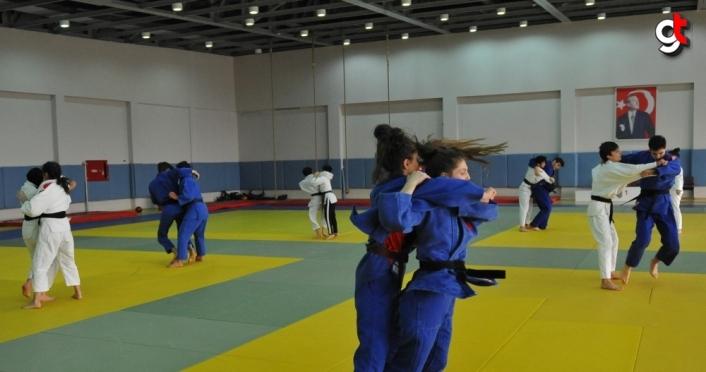Trabzon Sporcu Eğitim Merkezi judo takımı, antrenmanlarını sürdürüyor
