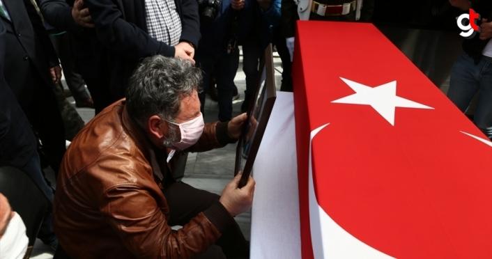 Türk Yıldızları uçağının düşmesi sonucu şehit olan pilot Yüzbaşı Gençcelep'in naaşı toprağa verildi