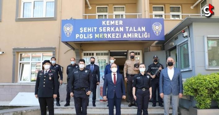 Bartın Valisi Sinan Güner, güvenlik güçleri ve huzurevi sakinleriyle bayramlaştı