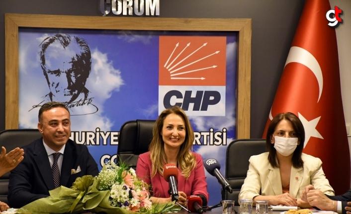 CHP Kadın Kolları Genel Başkanı Nazlıaka, Çorum'da partilileriyle bir araya geldi