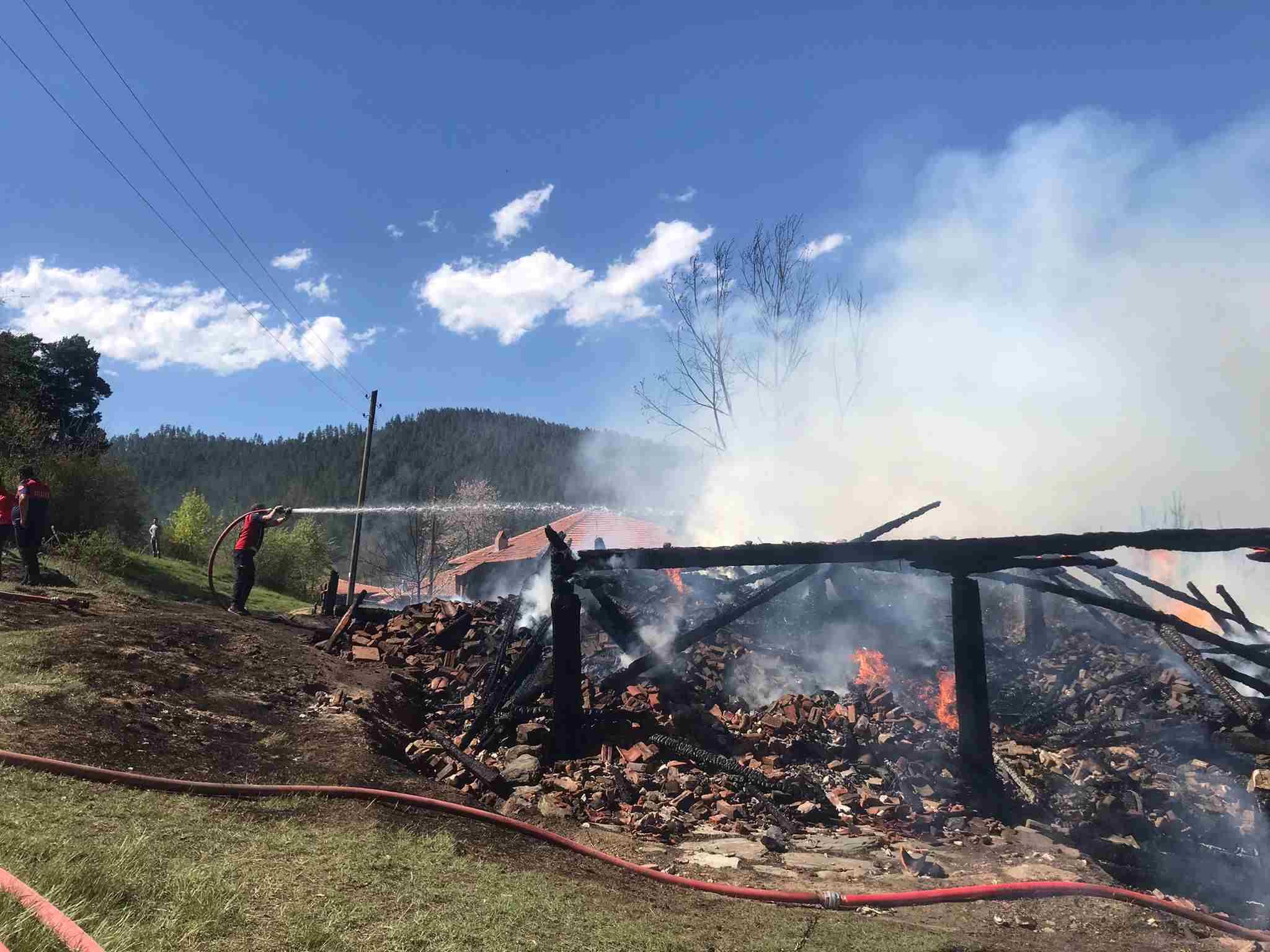 GÜNCELLEME - Kastamonu'da evinde yangın çıkan engelli kişi hayatını kaybetti