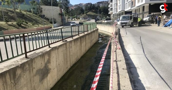 Karabük'te cenaze nakil aracı su kanalına düştü