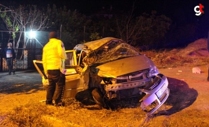Kastamonu'da traktörün römorkuna çarpan otomobildeki 3 kişi yaralandı