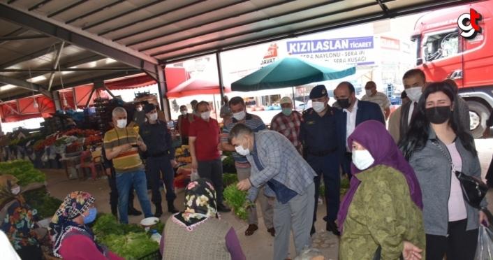 Kaymakam Çetin, pazar yerinde denetimde bulunup vatandaşlarla bayramlaştı