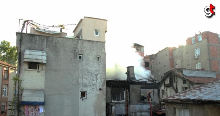 Samsun Unkapanı Mahallesi'nde 3 katlı binada  yangın çıktı