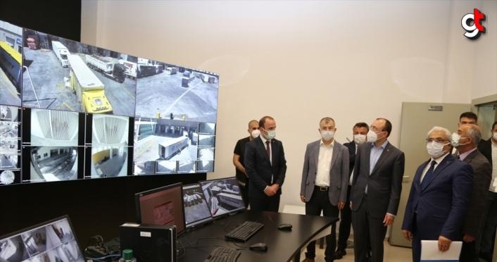 Ticaret Bakanı Mehmet Muş, Sarp Sınır Kapısı'nda incelemelerde bulundu:
