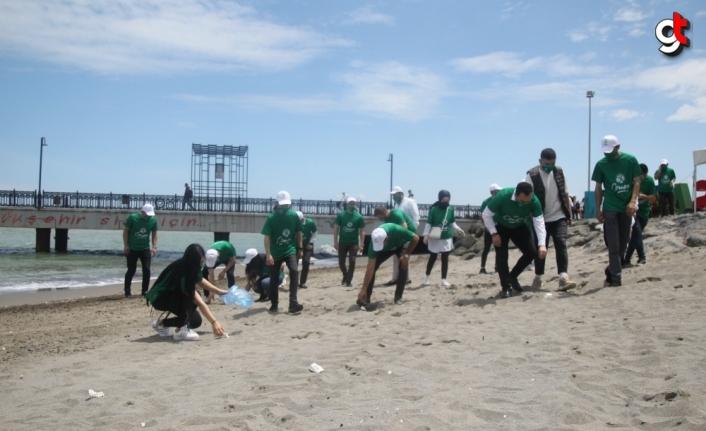 AK Parti'nin Cemre gönüllüleri Samsun'da sahil temizliği yaptı