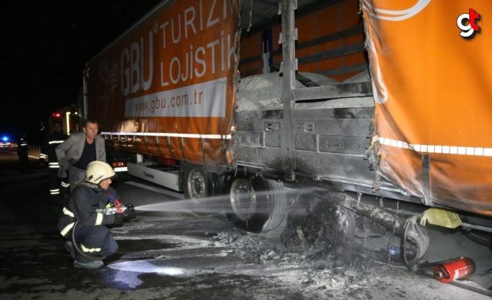 Anadolu Otoyolu'nun Bolu kesiminde 2 tırda yangın çıktı