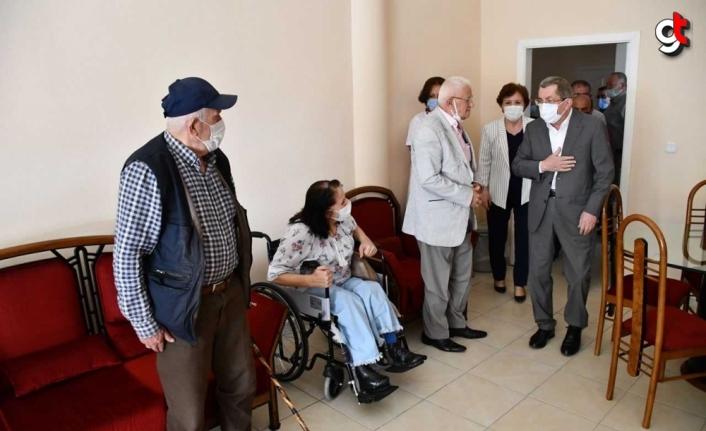 Belediye Başkan Vergili, yaşlı bakım ve dinlenme merkezindeki yaşlıları ziyaret etti