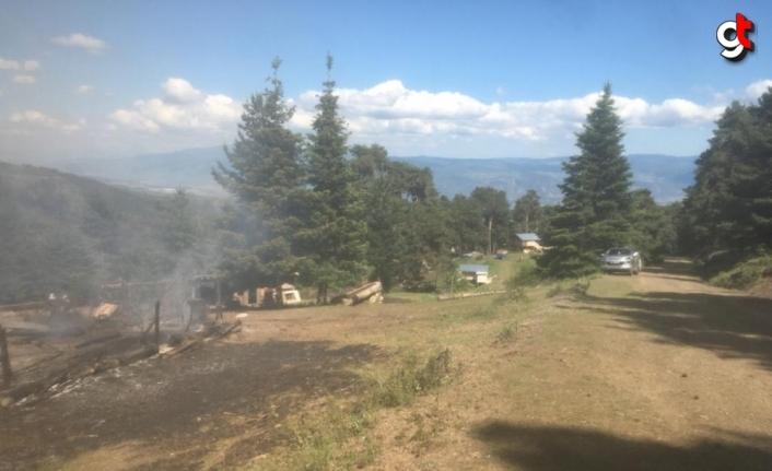 Kastamonu'da çıkan yangında bir ev ve ahır zarar gördü