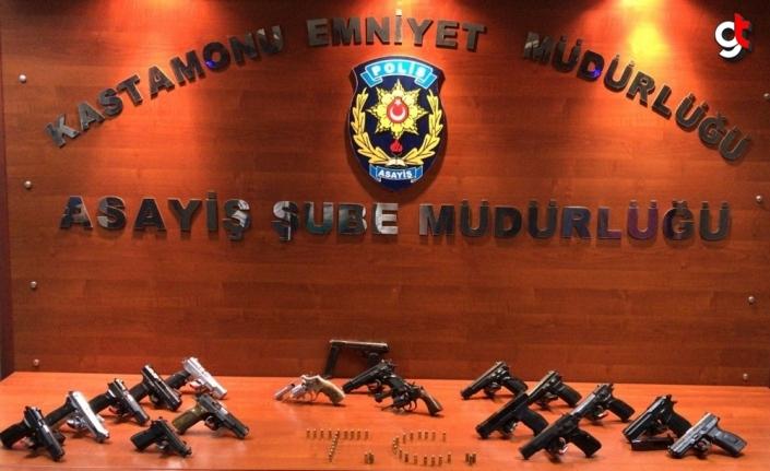 Kastamonu'da ruhsatsız silah ve uyuşturucu ile yakalanan 18 kişi hakkında adli işlem yapıldı