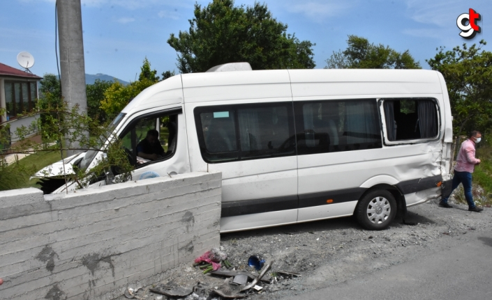 Ordu'da otomobil ile minibüs çarpıştı: 15 yaralı