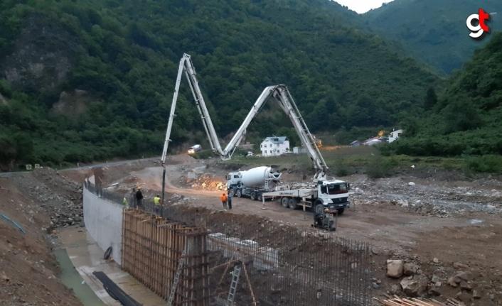 Yağlıdere-Alucra kara yolunda hasar onarım çalışmalarına başlanıldı