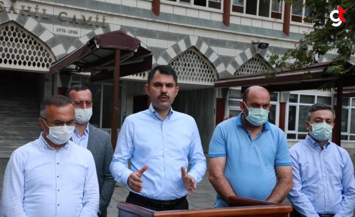 Bakan Kurum, bayram namazının ardından Rize'deki sel ve heyelan sonrası çalışmaları değerlendirdi: