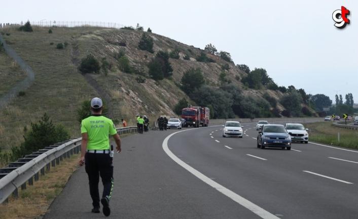 Bolu'da bariyerlere çarpan LPG tankeri tarlaya yuvarlandı: 1 yaralı