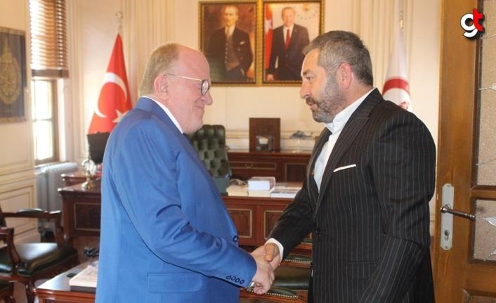 SAYİDER Başkanı Cemil Bilici yönetim kurulu üyeleri ile  Rektör AYDIN'ı ziyaret etti