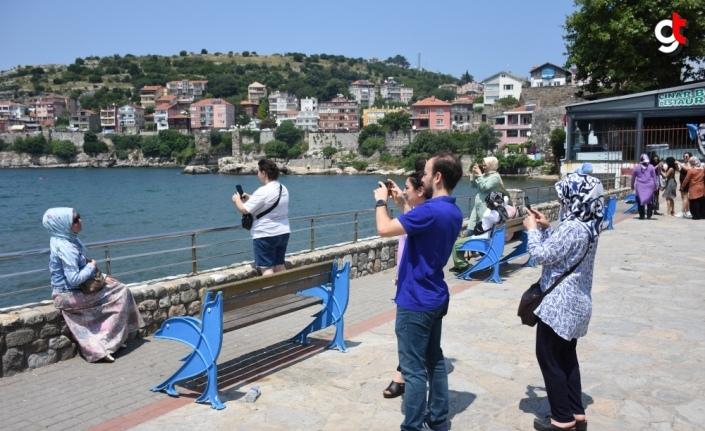 Tarihi ve doğal güzellikleriyle ünlü Amasra bayramda tatilcilerin akınına uğradı
