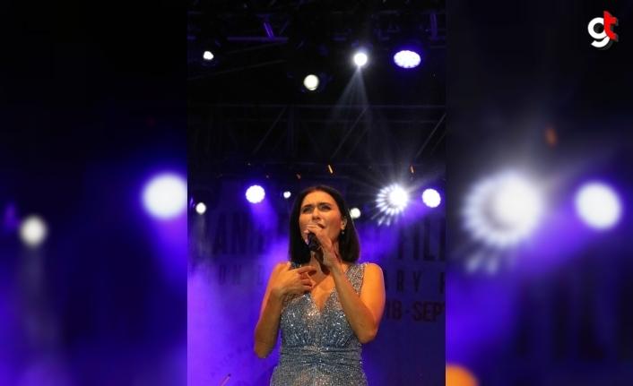 22. Uluslararası Altın Safran Belgesel Film Festivali Şevval Sam konseri ile sona erdi