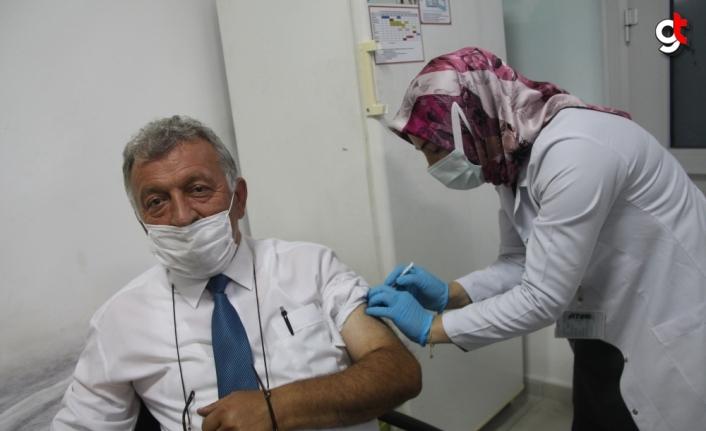 Amasya'da hiç Kovid-19 vakası görülmeyen Gökpınar Köyü Muhtarı Şahin'den İlçe Sağlık Müdürlüğüne ziyaret