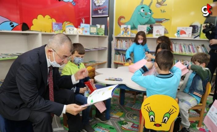 Artvin'de alışveriş merkezinde çocuk kütüphanesi açıldı