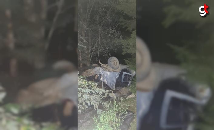 Artvin'de uçuruma yuvarlanan otomobildeki bir kişi hayatını kaybetti