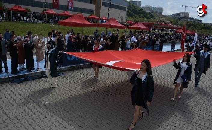 Bartın Üniversitesinde mezuniyet sevinci