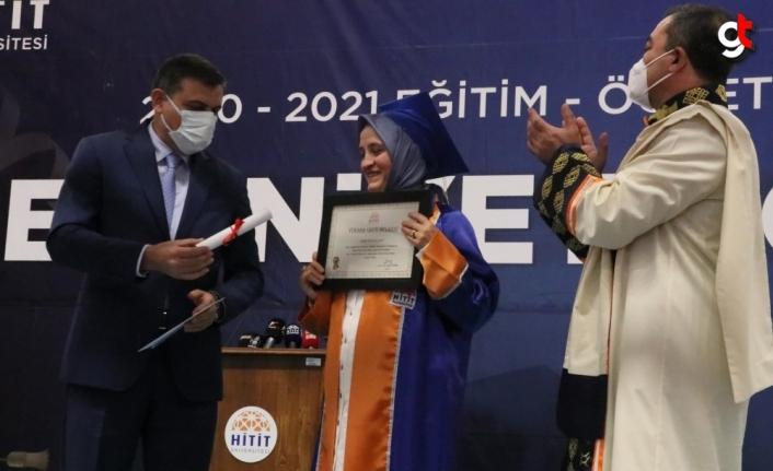 Çorumlu ev hanımı Büyükyabat, 52 yaşında üniversiteyi birincilikle bitirdi