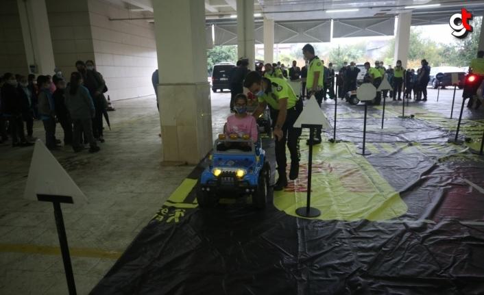Düzce'de minik öğrencilere trafik kuralları