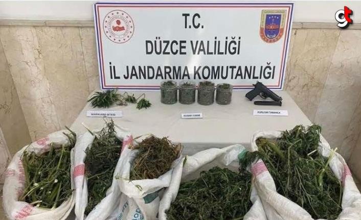 Düzce'de uyuşturucu operasyonlarında 4 zanlı yakalandı