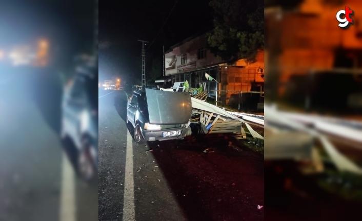 Giresun'da otomobilin demir profillere çarpması sonucu 5 kişi yaralandı