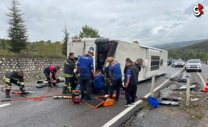 GÜNCELLEME - Bartın'da yolcu otobüsü ile otomobilin çarpıştığı kazada 3 kişi öldü