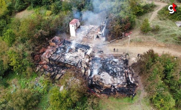 Karabük'te çıkan yangında 4 ev kullanılamaz hale geldi