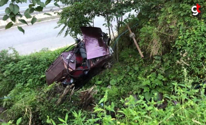 Rize'de otomobil şarampole devrildi: 2 yaralı
