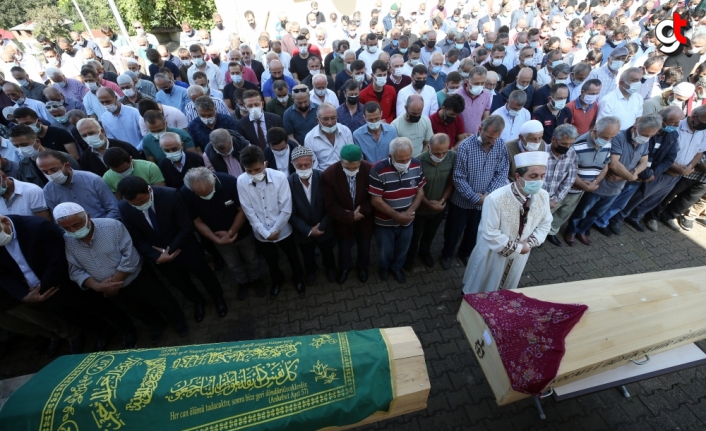 Sakarya'daki yangında ölen baba ve üç çocuğun cenazeleri toprağa verildi